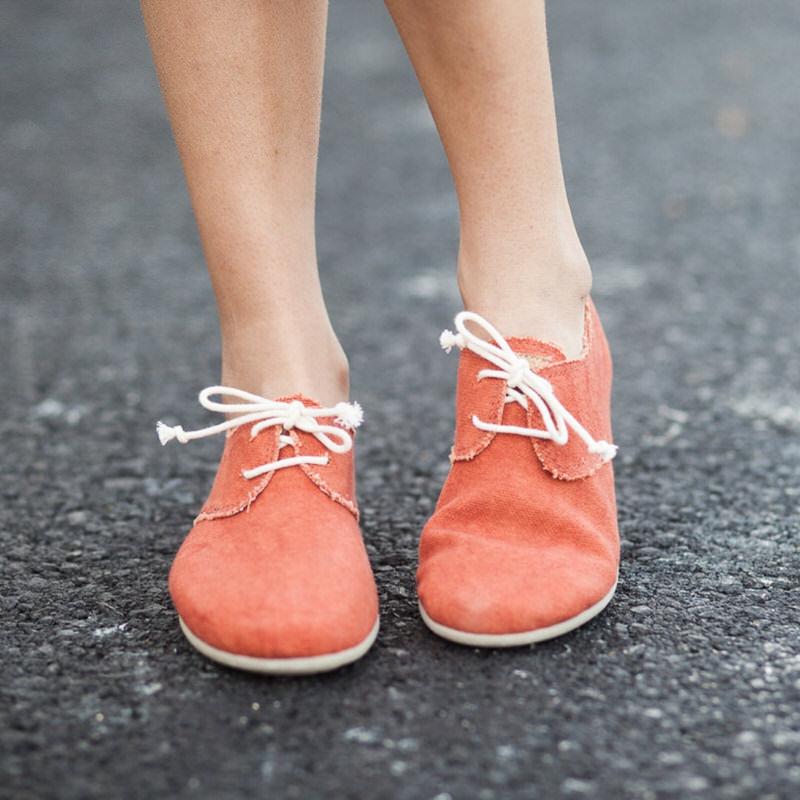 324efba0 Zapatos veganos y ecológicos con cordones para mujer color teja Slowers