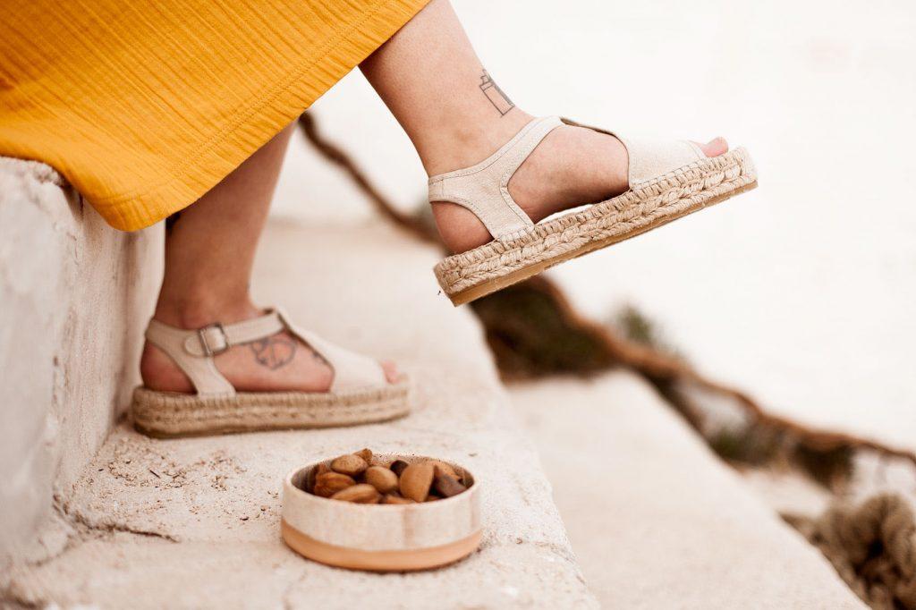 Sandalias planas de esparto hechas en España