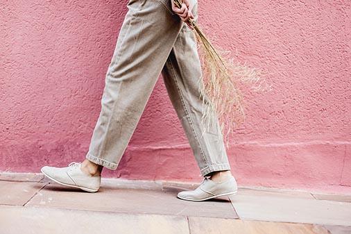 7 pasos para un cambio de armario sostenible. Zapatos veganos y sostenibles.